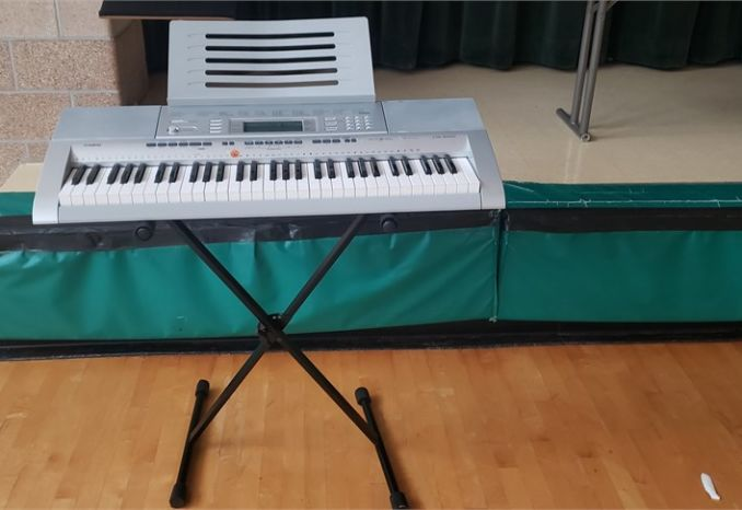 Casio CTK-4000 keyboard with stand