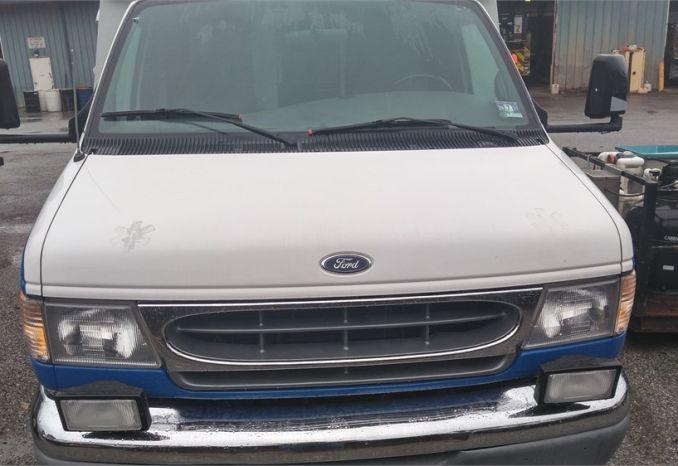 Item 1 1999 Ford E350 Ambulance