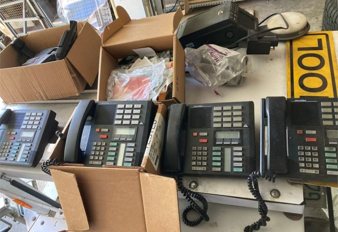 Lot of 6 office phones