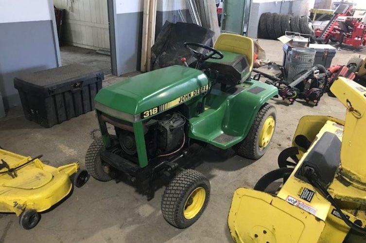 John Deere 318 Riding Tractor 48