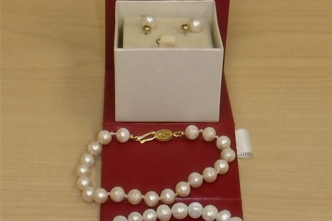 PEARL EARRINGS WITH 2 PEARL BRACELETS (used)
