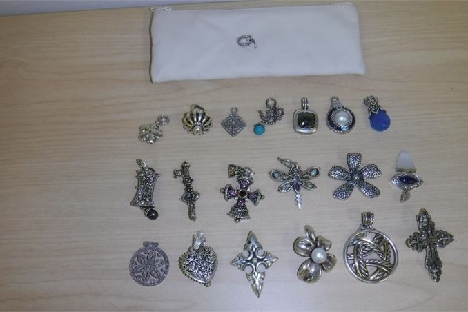 Unique Variety of 20 jewelry charms (used)