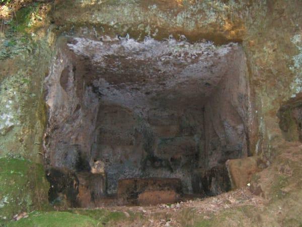antica via amerina e necropoli di tre ponti