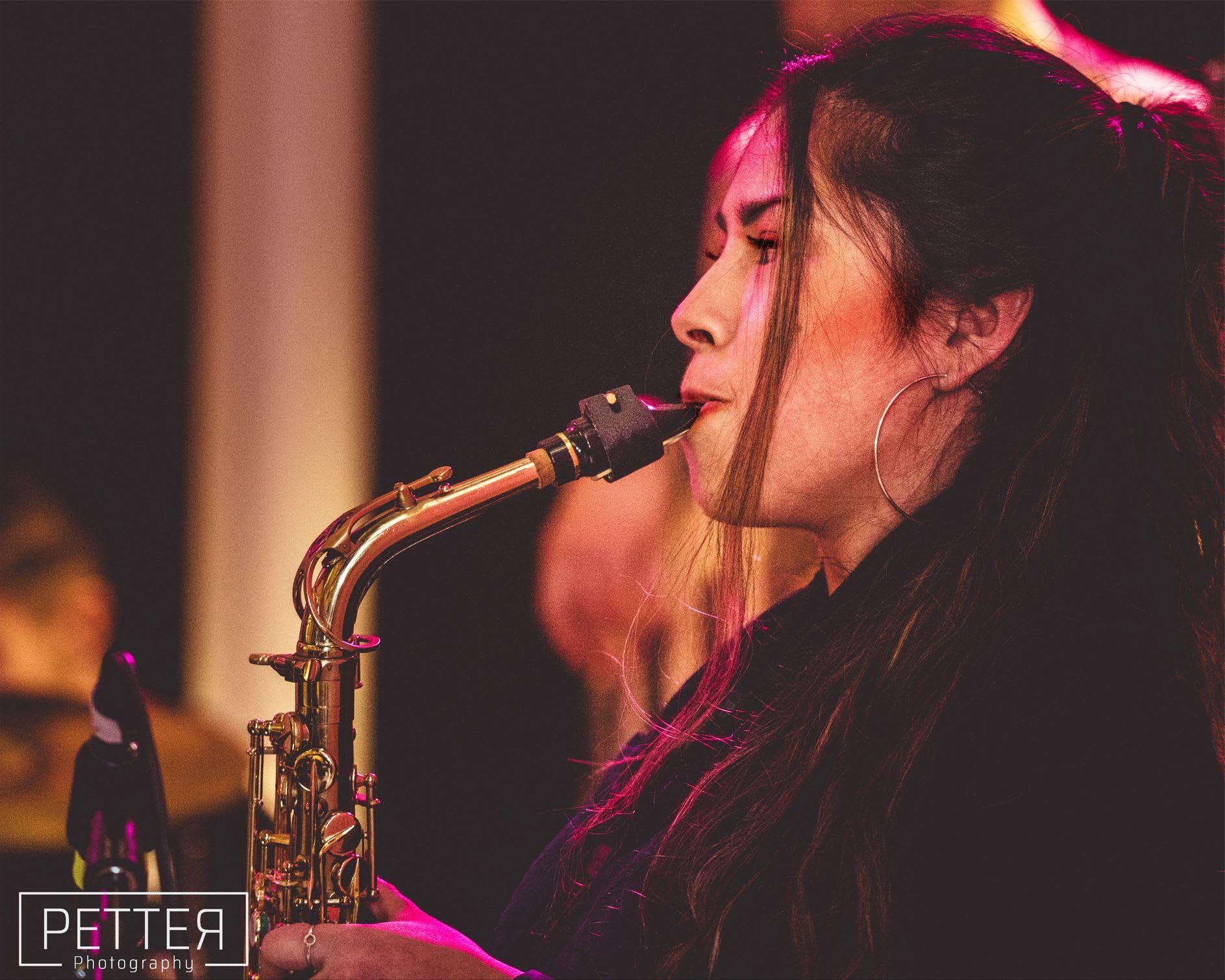 Saxofonist till dop och bröllop