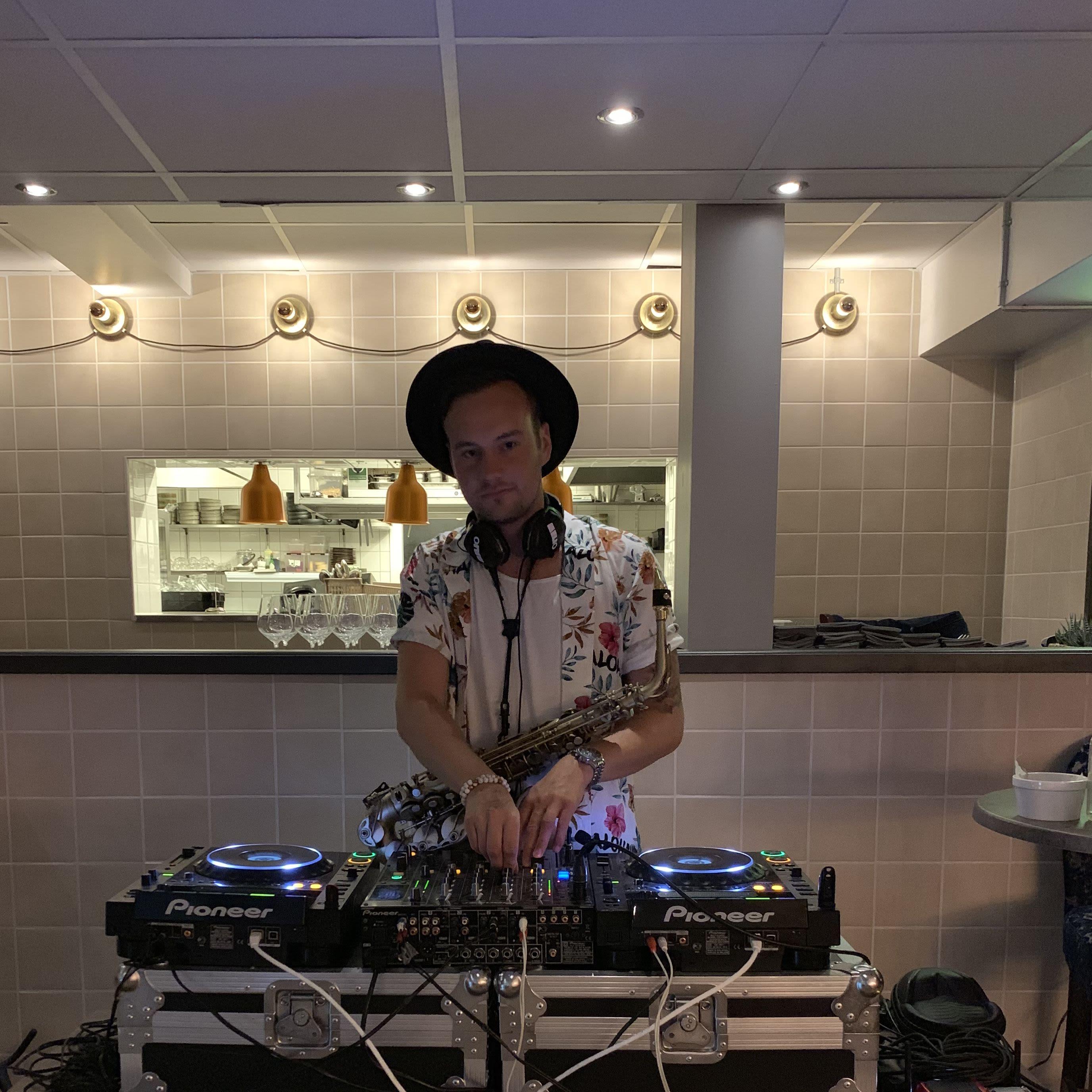 DJ XSAXO