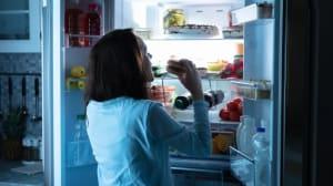כתבה בנושא מה זו תסמונת אכילה לילית?