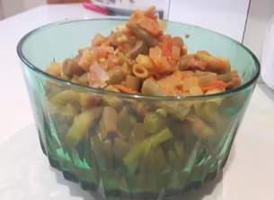 מתכון של  שעועית צהובה ירוקה ברוטב עגבניות