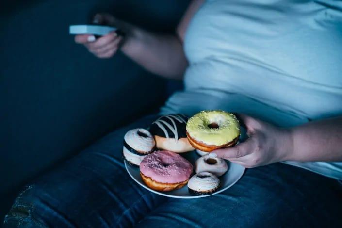 תמונה בנושא איך משתלטים על בולמוס אכילה?