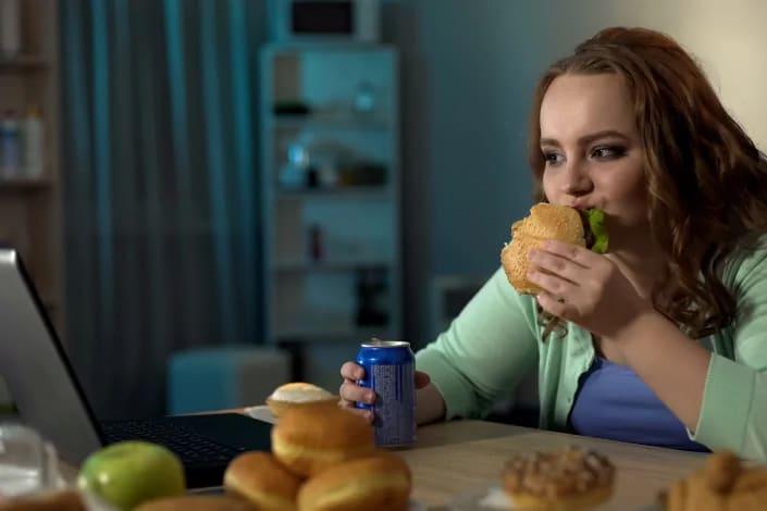 תמונה בנושא עודף משקל או הפרעת אכילה?