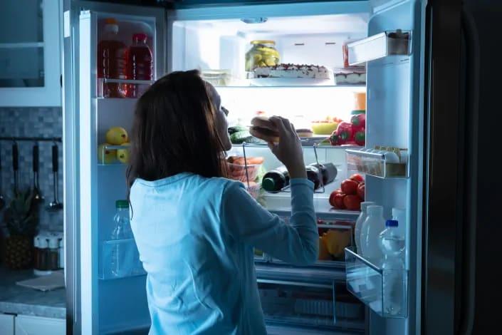 תמונה בנושא מה זו תסמונת אכילה לילית?