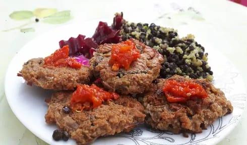 מתכון מוכן של המבורגר צמחוני מסייטן ופטריות