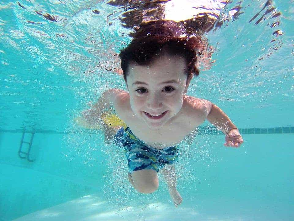 seguro para piscina comunitaria