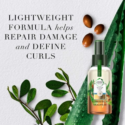 Lightweight formula helps repair damage and define curls