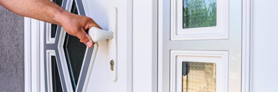 PVC, alu, bois... Quel matériau choisir pour sa porte de maison ?
