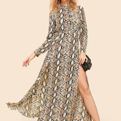 Vielfarbiges Kleid mit Schlangenmuster