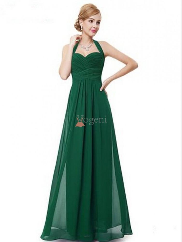 f6470db435b1 Titta bara på alla damer som bär dessa vackra klänningar, dessa är  definitivt ett blickfång. Oscars och Grammys har alltid de bästa  festkläderna.