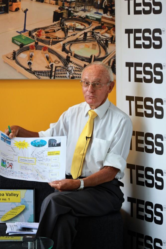 Jølberg blir intervjuet av Energy Valley i forbindelse med 10 års-jubileet. Her viser han frem visjonskartet fra 2014.