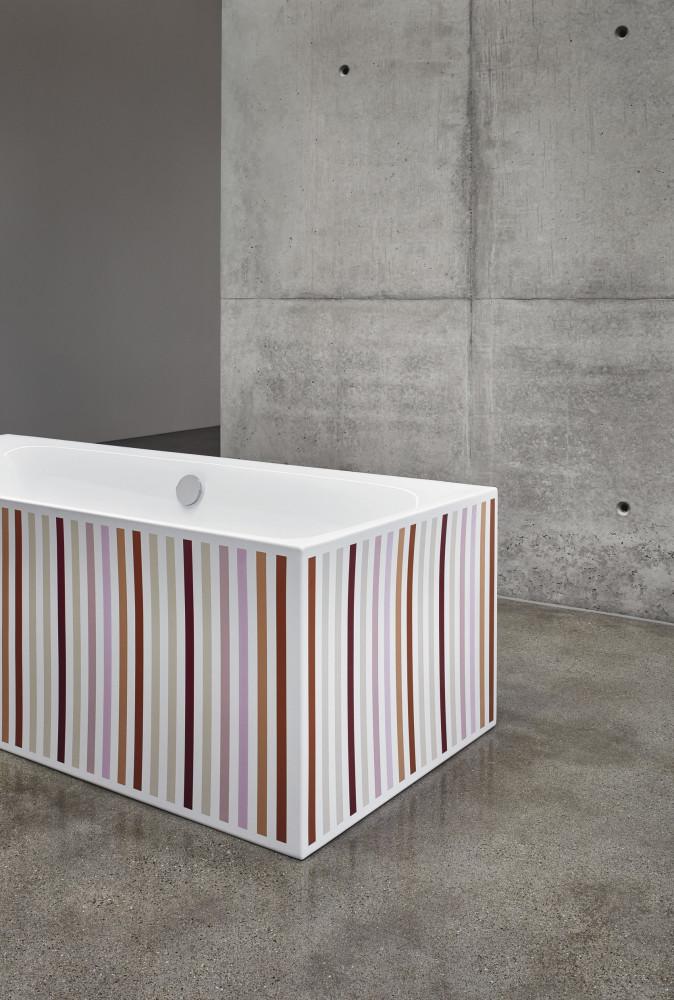 Bunte Badewanne: Im Bad liegen kräftige Signalfarben im Gelb-Orange-Rot-Spektrum im Trend – gerne auch im coolen Farb-Mix. (Foto: Bette)