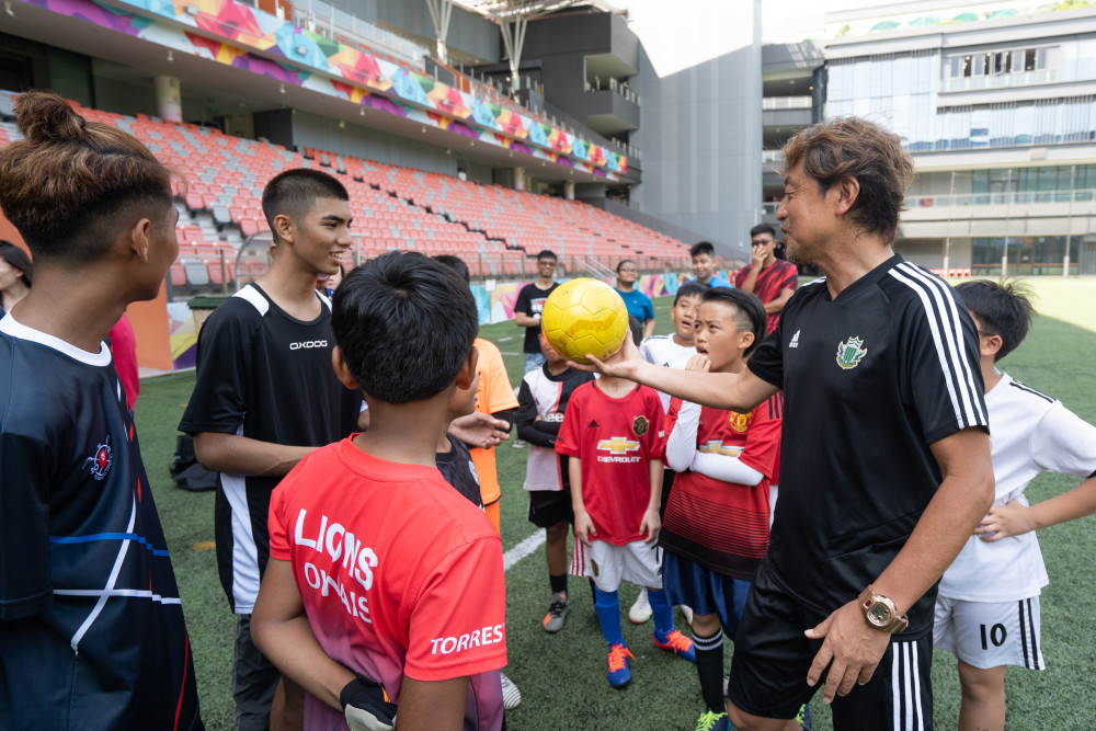 Shigeo Yamazaki, Academy Technical Director, Matsumoto Yamaga F.C. with youths from Lakeside Family Services