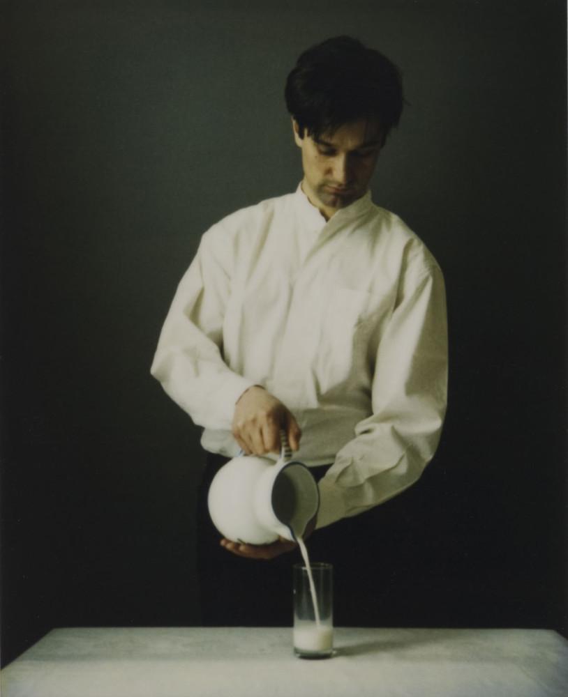 Jeannette Christensen: «Woman Pouring Milk (Hans Hamid 1995)»