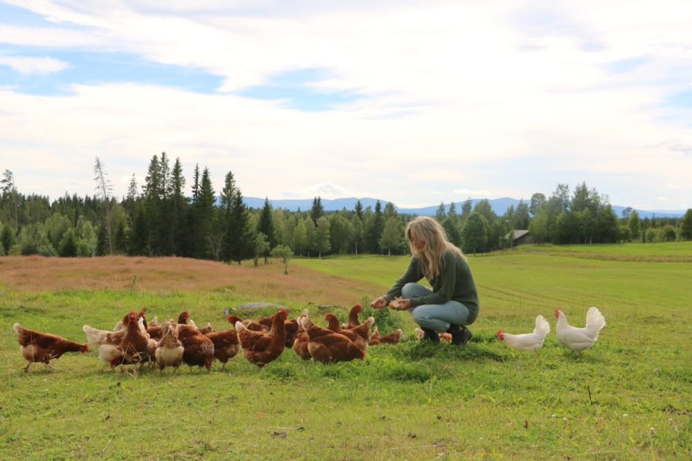 Eva Rappe med hennes hönor