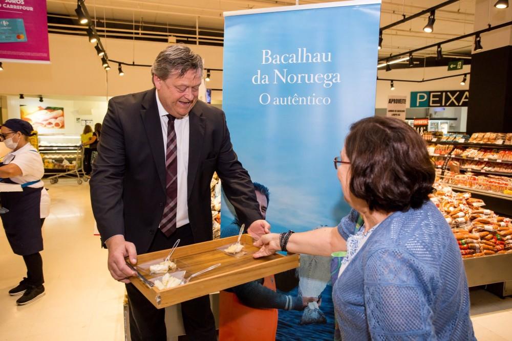 Fiskeriminister Harald Tom Nesvik på Carrefour