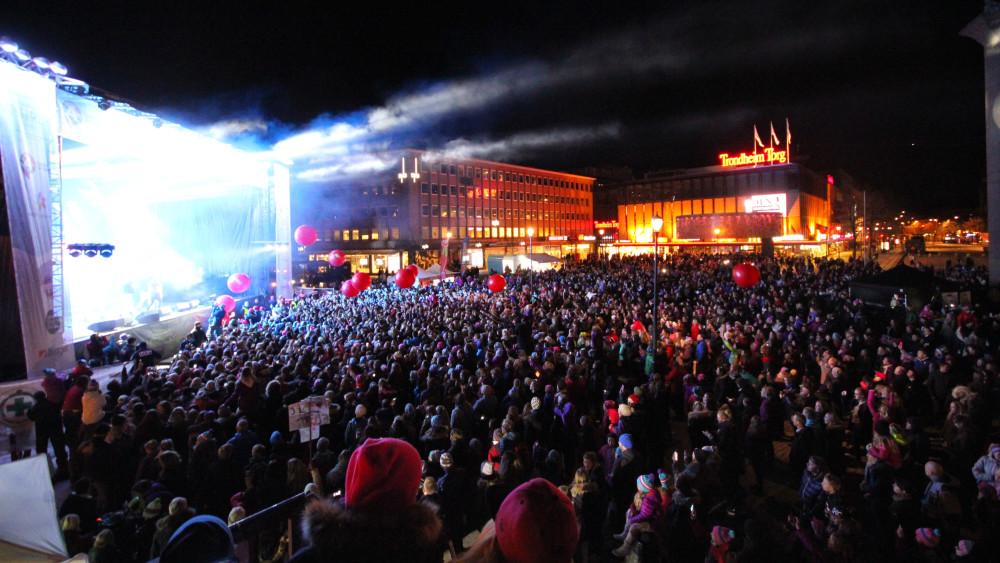 VInterlyd trekke fulle torg i alle byer. Her fra en konsert i Trondheim.