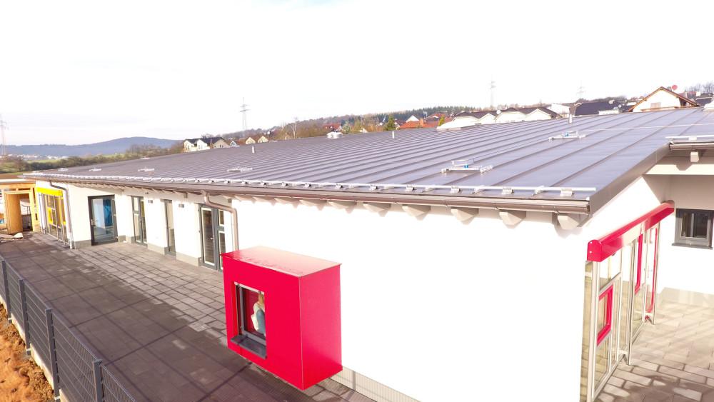 Lindab tagrender monteret på vuggestue i Solms. Foto: Rödel Konzept + Handwerk GmbH & Co. KG