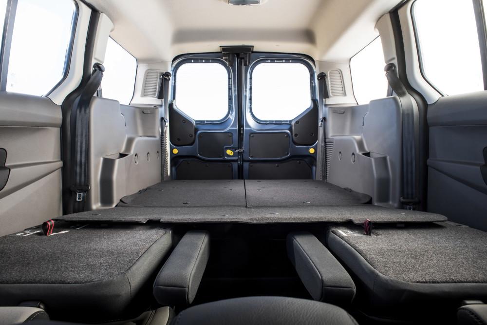 edd0de4a44 A Tourneo Connectből könnyű a ki- és beszállás, egyszerűen variálható az  ülésrendszere és a raktere, vagyis kényelmes megoldásokat kínál a családi  élethez, ...