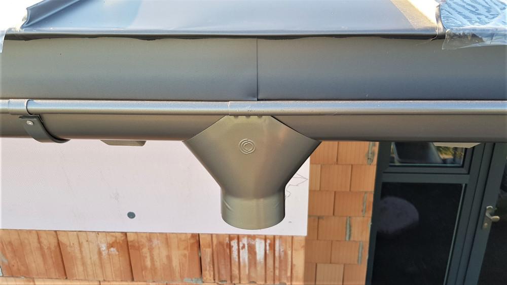 Det er let at genkende en Lindab tagrende på tudstykket. Foto: Rödel Konzept + Handwerk GmbH & Co. KG