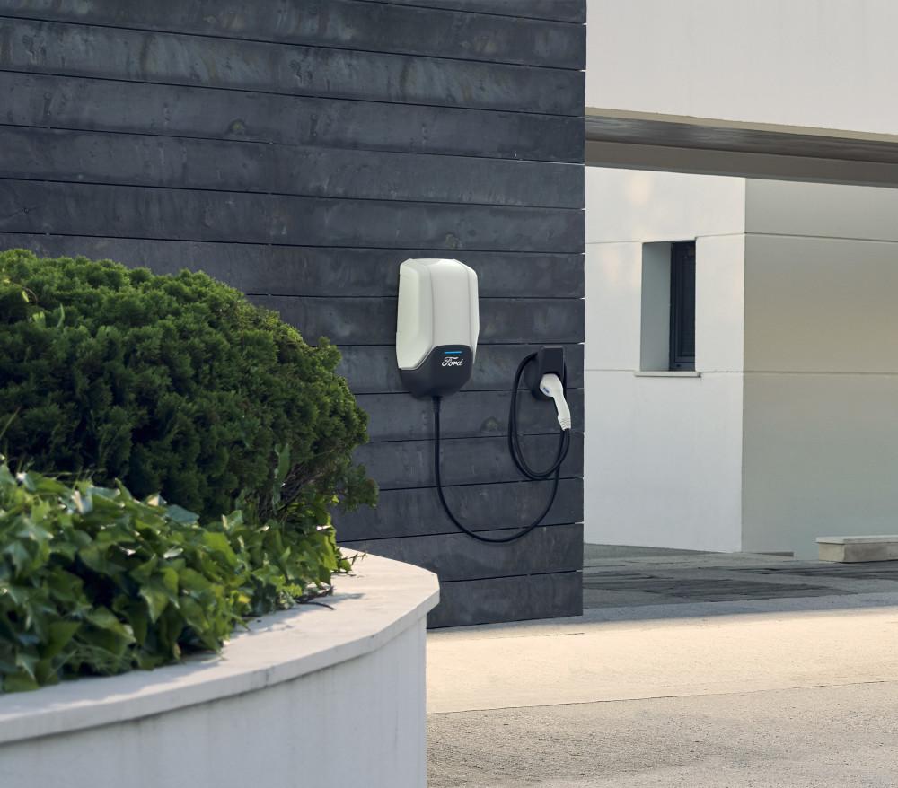 Lanserer ny Ford hjemmelader: Kan lade fra 10% til 80% på
