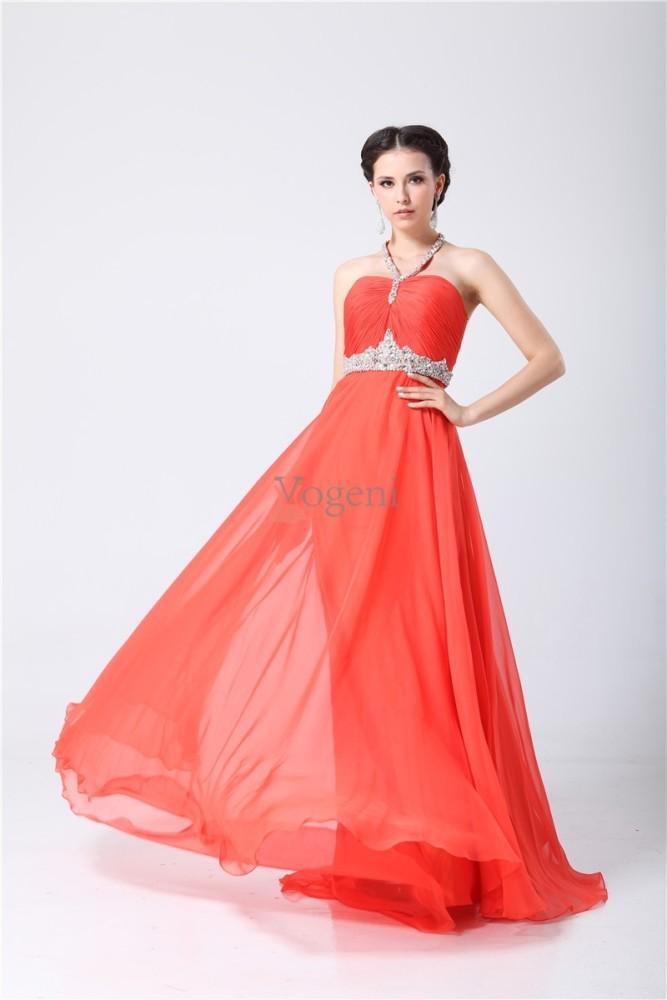 c79a321ef050 Vad du tänker eller känner, kan en röd klänning uttala, och vem som helst kan  bära den med grace och stil!