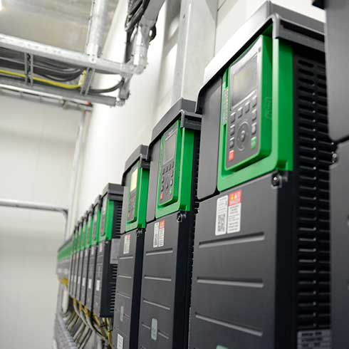 Mer enn 400 Altivar Process 600 frekvensomformere er anvendt på Sjøtroll Kjerelva anlegget for å styre pumper og filtre.