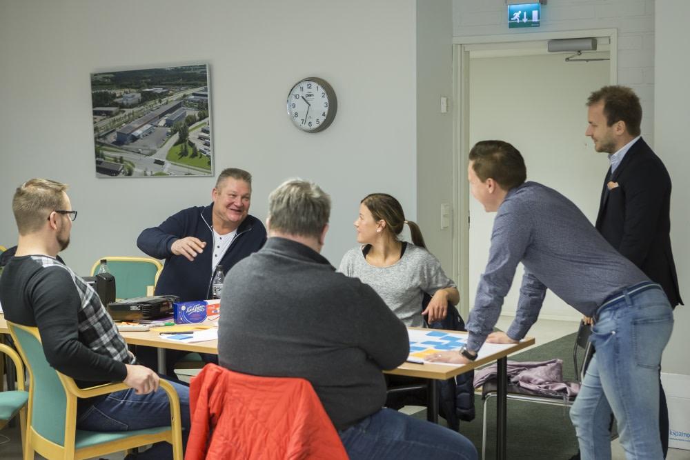 Innovaatiotyöpajoissa kehitettiin myös paikallista toimintaa, eikä keskustelusta meinannut tulla loppua. Ehdotuksia kuuntelemassa Jani Kilkka ja Tomi Sundberg (oik).