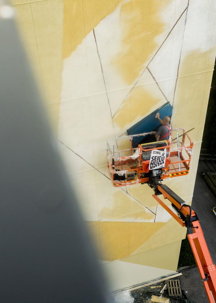 Vantaalla mukana ollut katutaiteilija Mr. June (David Louf) yhdistelee töissään geometrisiä rytmejä ja sulavia linjoja kolmiulotteisiin tehosteisiin. Teokset leikittelevät pinnan ja rakennuksen muodoilla.