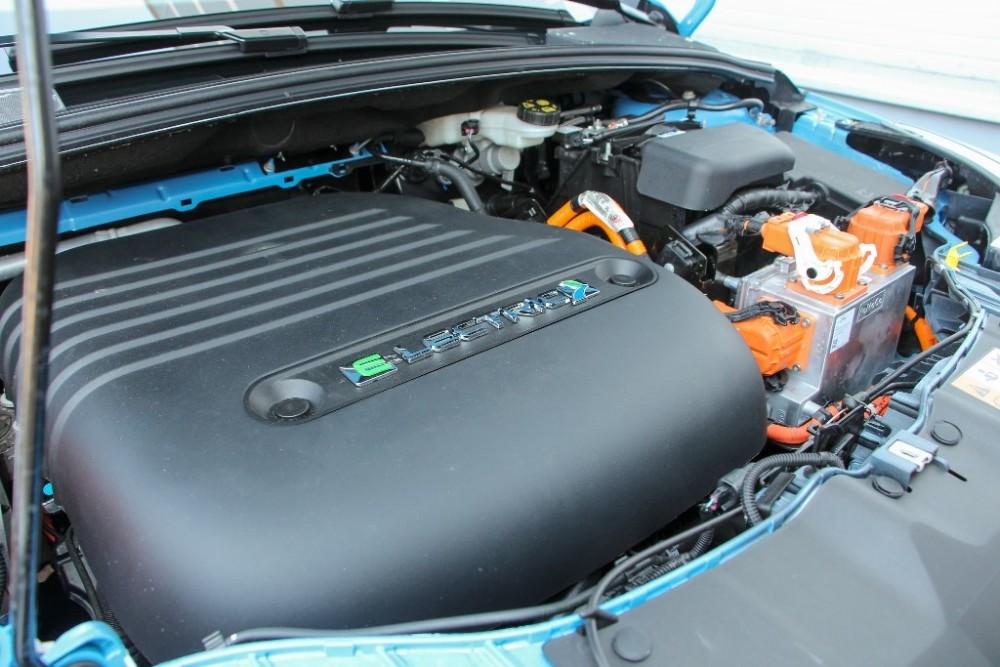 Az akkumulátor és az elektromotor folyadékhűtésű és folyadékfűtésű 52c334e80e