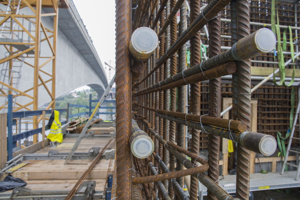 Kraftig armering må til når man bygger en bro