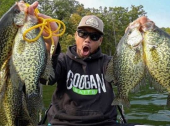 Fall Kayak Fishing for SLAB Crappies in Shallow Weeds!