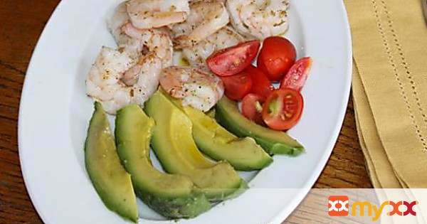 Avocado, Shrimps and Tomatoes Salad
