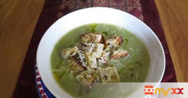 Broccoli Soup with Garlic & Chilli