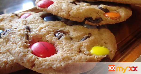 chocolate chip and M&M Party Cookies