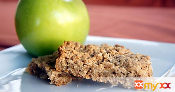 Peanut Butter and Apple Oatmeal Breakfast Bars