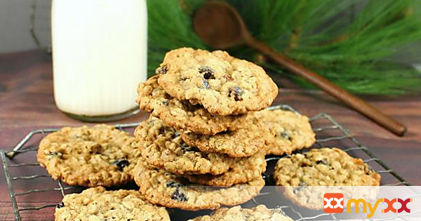 Old-Fashioned Oatmeal Raisin Pecan Cookies