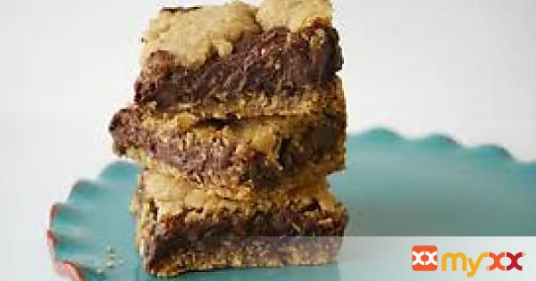 Oatmeal Fudge-Nut Bars with Chocolate