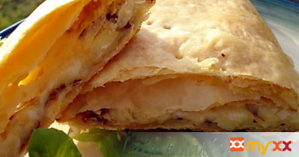 Puff pastry squares with mozzarella