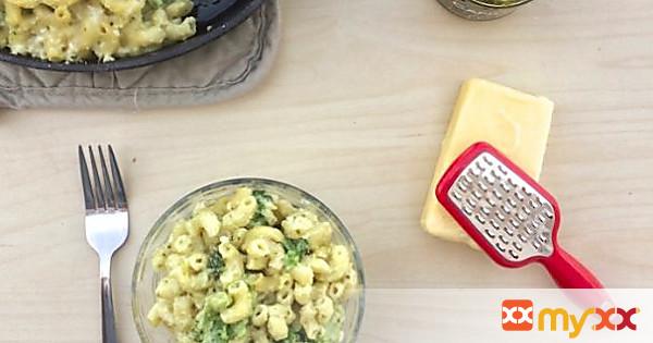 White Cheddar Pesto Mac & Cheese