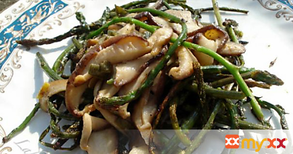 Wild asparagus with Shiitake mushrooms