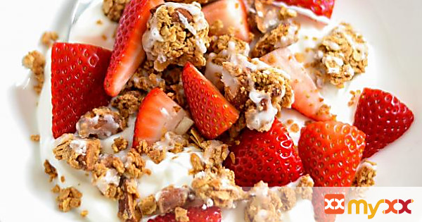 Yogurt Almond Granola Clusters