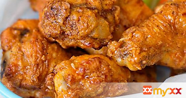 The BEST Chicken Wings (hot)