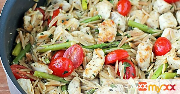 Lemon Chicken Orzo with Tomatoes and Asparagus